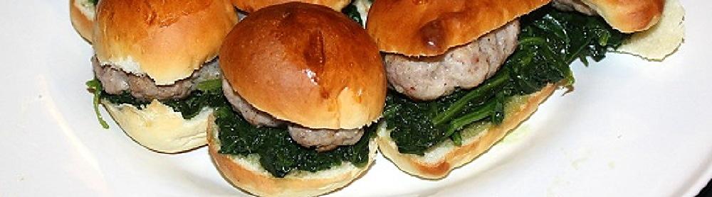 mini hamburger di salsiccia e spinaci