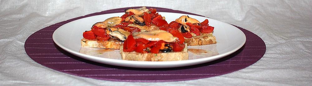 crostini cozze e pomodorini