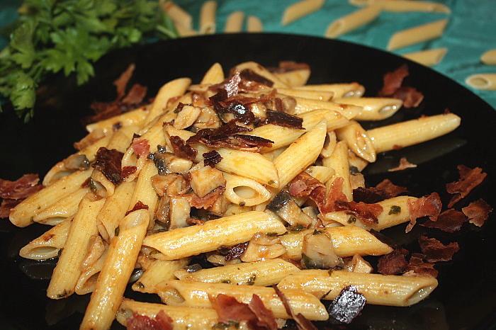 Penne ai funghi e briciole di pancetta