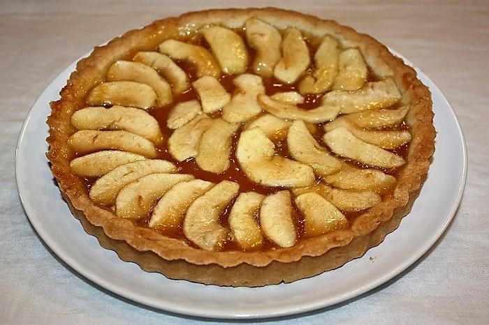 Crostata con marmellata di albicocche e mele