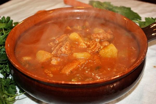 Zuppa di trippa stile gulasch ungherese