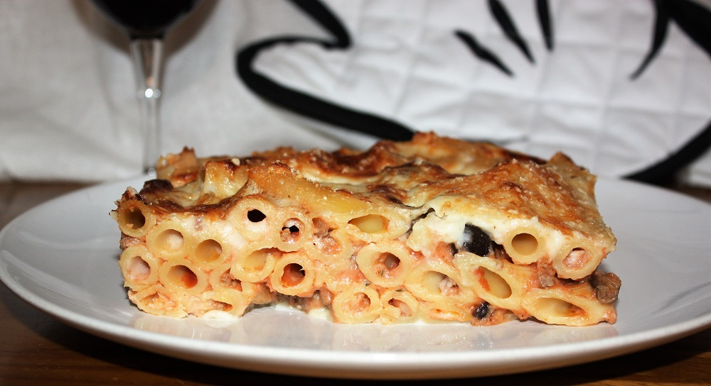 Penne al forno con ragù e besciamella
