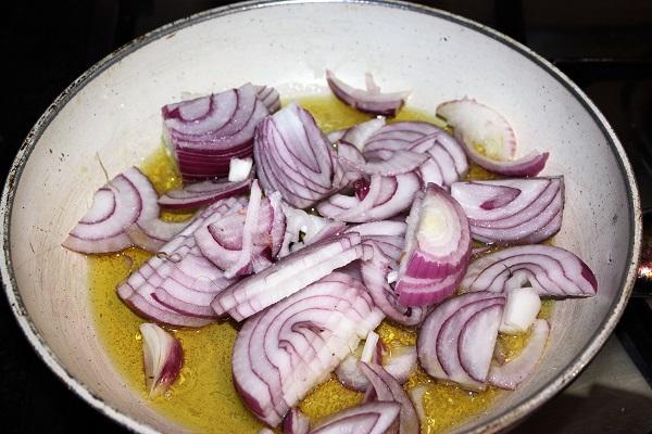 Panino con porchetta e cipolla