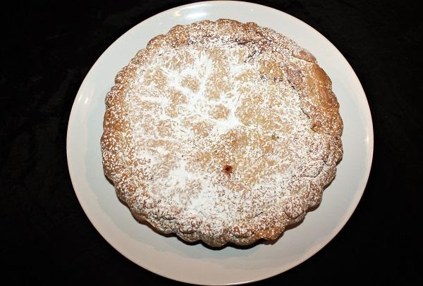 Crostata con crema e amarene