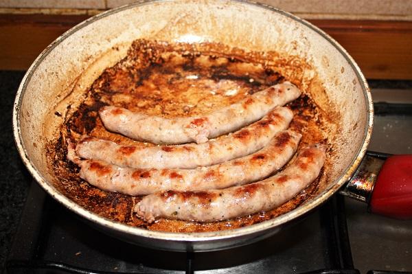 salsiccia rosolata per salsiccia fritta e funghi