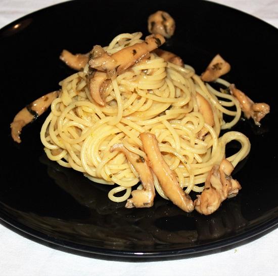 Spaghetti al sugo bianco di seppie