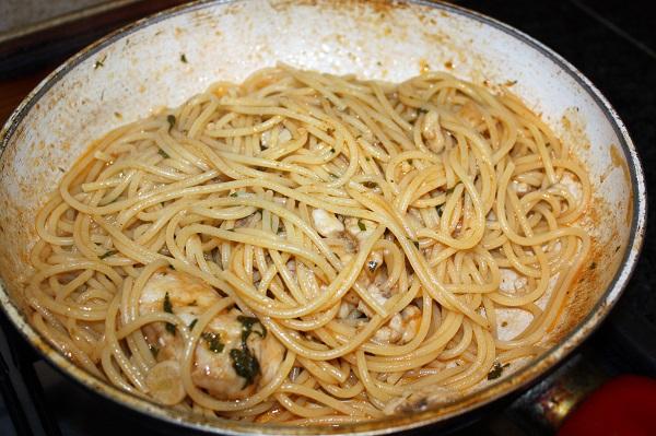 spaghetti al ragù di pescatrice