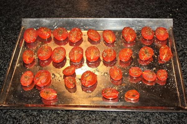 Piccole focacce con pomodorini