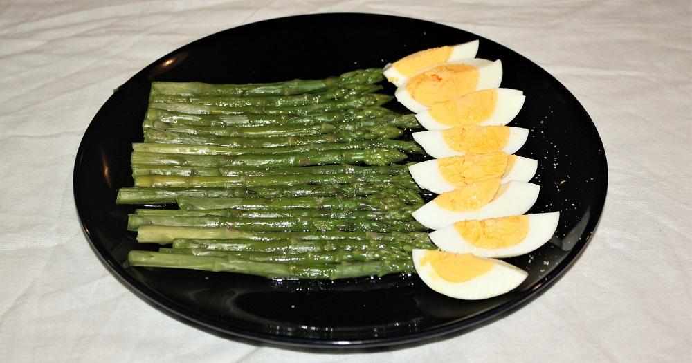 Asparagi e uova sode